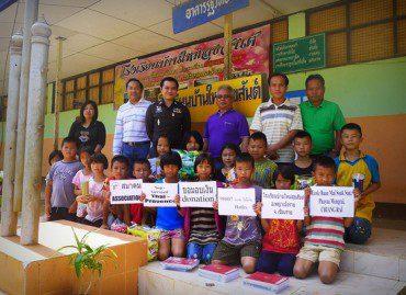 Décembre 2012 : Don à l'école Baan Maï Souk San