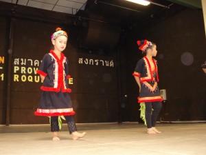 ภาพจาก  งานสงกรานต์ ของสมาคม ไทย-โพวองซ์ ซึ่งจัดขึ้นเมื่อ วันที่ 15 พฤษภาคม 2554